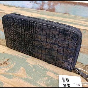 NWT Raviani Vegan Gator Wallet In Black/Gray